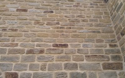 What is the difference between tuckpointing and repointing?
